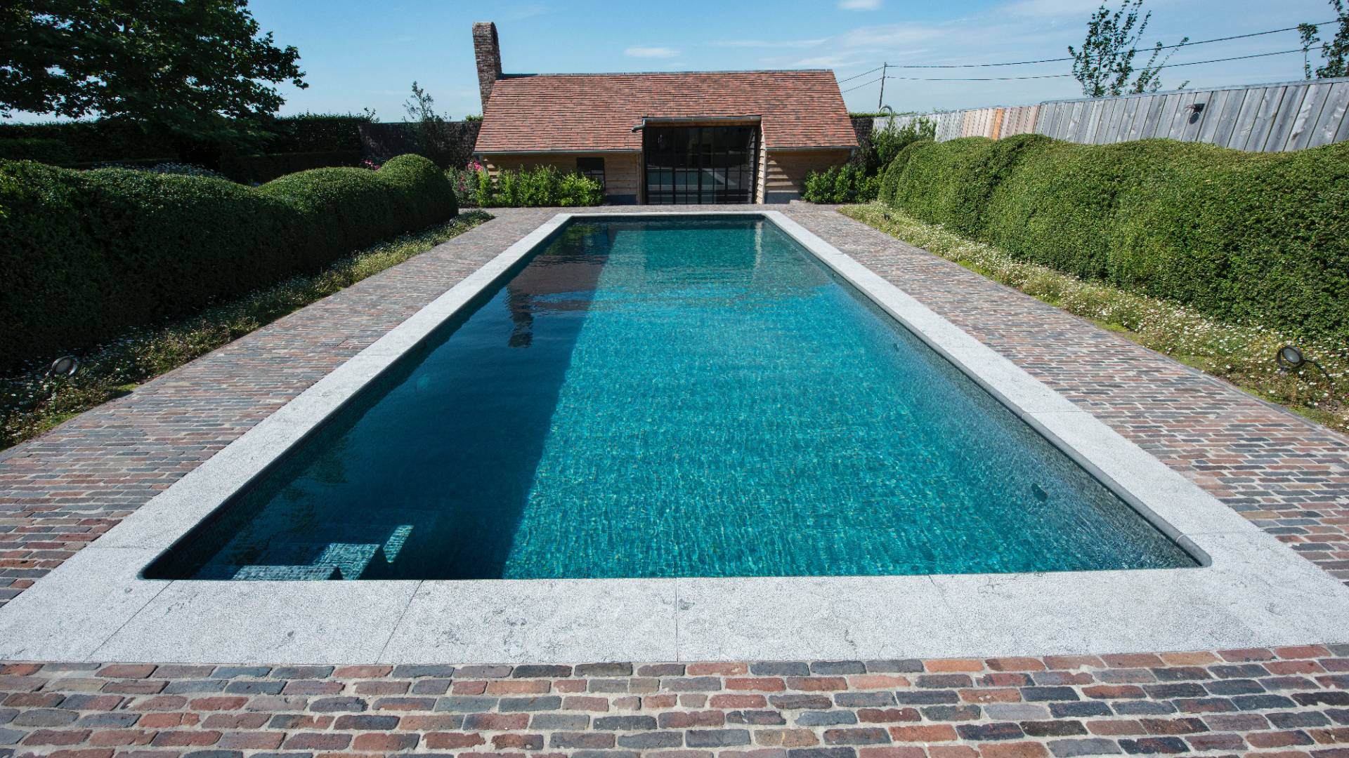 Zwembad te aartrijke zwembaden parydel zwembaden - Zwembad toren ...